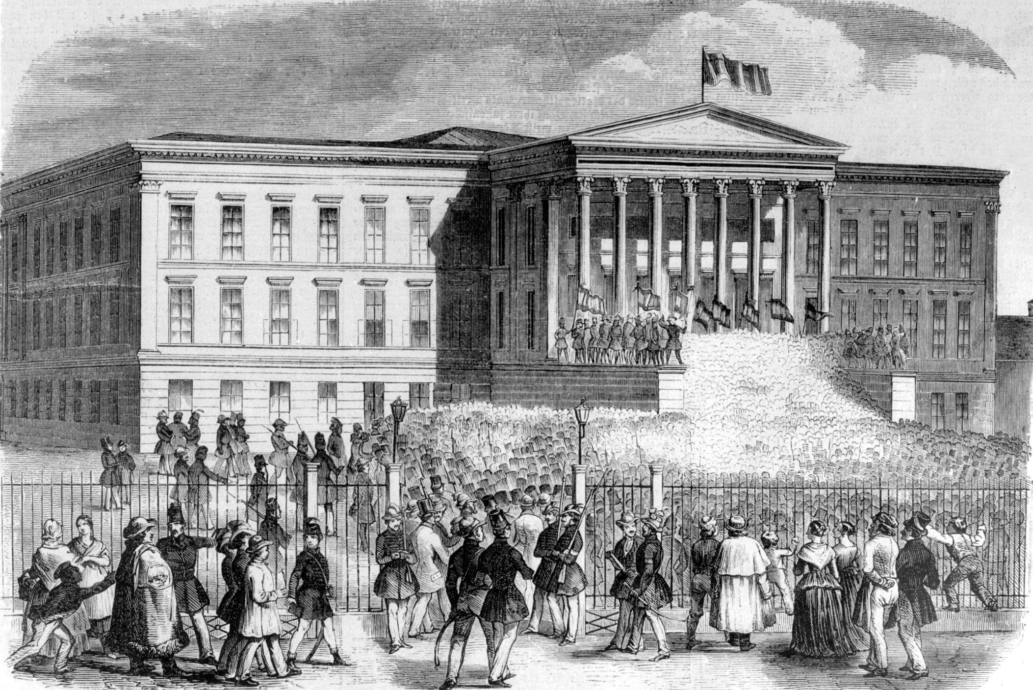 Pesten 1848. március 15-én győzött a polgári forradalom. A márciusi fiatalok cenzúra nélkül kinyomtatták Petőfi Sándor Nemzeti dal című költeményét és az Irinyi József által megfogalmazott, a modern polgári magyar nemzet életkereteit tartalmazó tizenkét pontot.